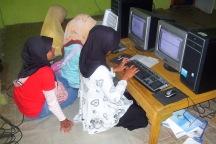 kegiatan belajar komputer dan internet di sekolah alternatif shk lestari